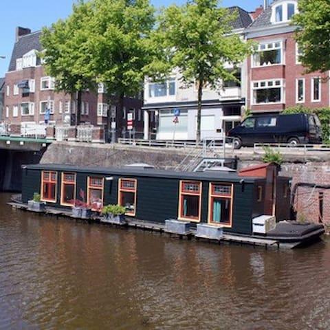 Charming little houseboat in center - Groningen - Kapal