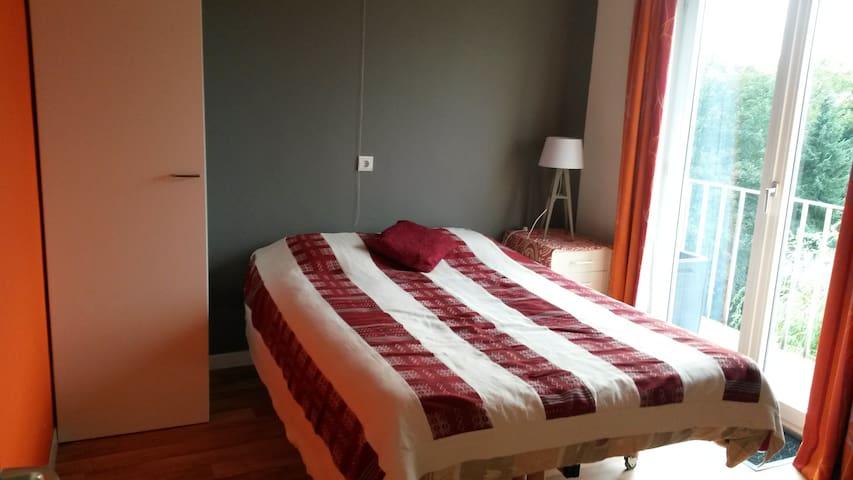 Chambre privée dans un appartement tout équipé - La Louvière - Leilighet