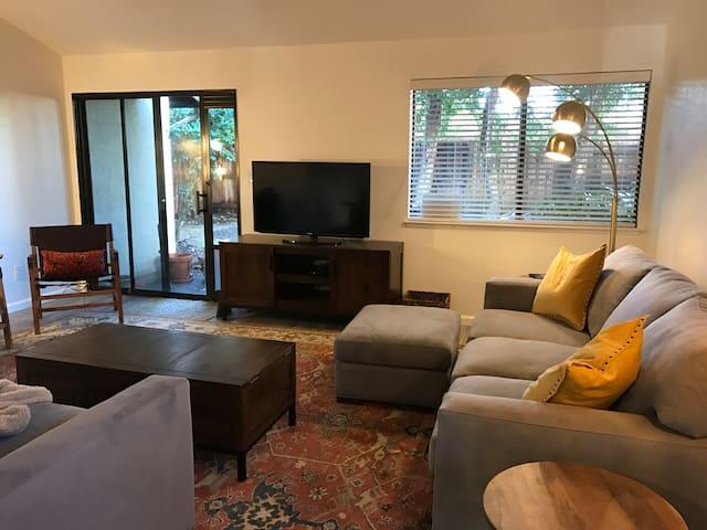 Perfectly Located 2 Bedroom, 2 Bathroom with Yard - Davis - Maison