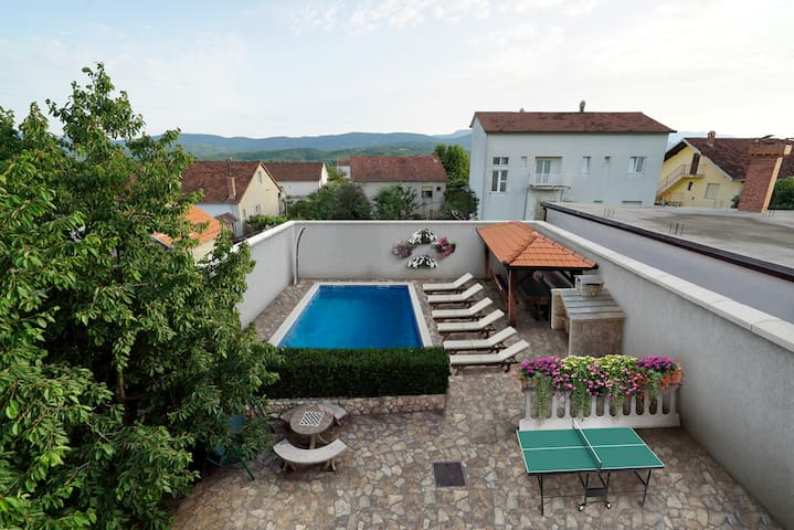 HOMELY DECORATED HOUSE WITH A POOL IN SPLIT COUNTY - Imotski - Vila