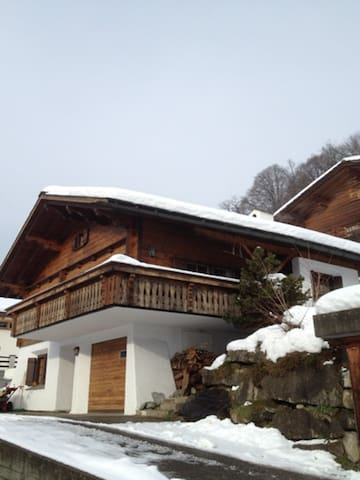 Charming chalet close to slopes of Klosters& Davos - Küblis - 牧人小屋