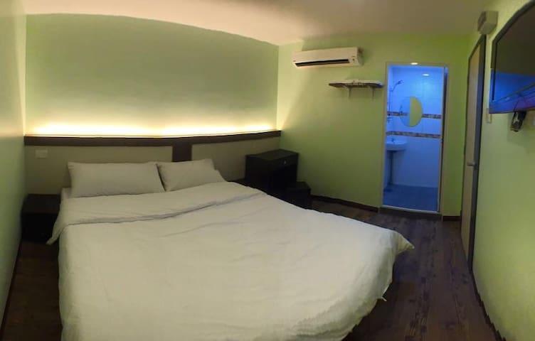 双人套房:木板式地板。干净舒适。H07 - Ledang