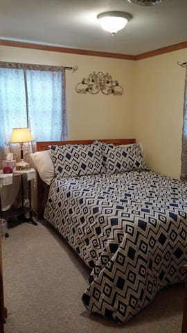 Cozy bed in Oneida Lake Region - Central Square - Huis