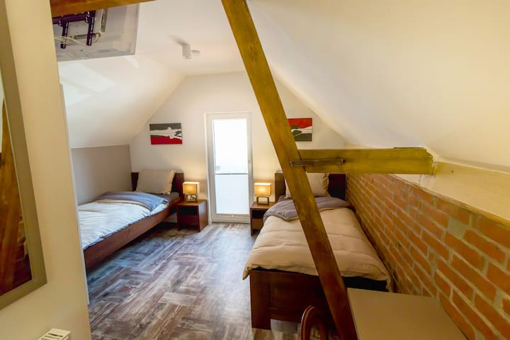 B&B Comfort House Room 4 - Lostorf - Bed & Breakfast