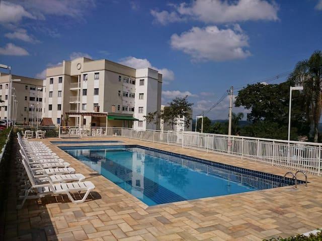 Quarto mobiliado em cond. c/ academia e piscina - Cotia - Apartemen