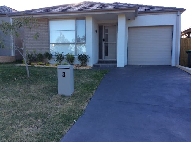 sparkling new 4 bed house - Glenfield - Huis