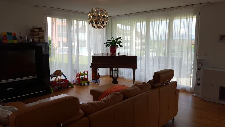Modern apartment w/ 2 bedrooms, ideal for a family - Kreuzlingen - Huoneisto