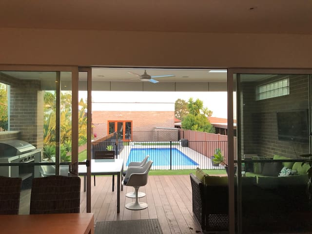 Newly Renovated Home, Pool. Near Kogarah Village. - Bexley - Hus