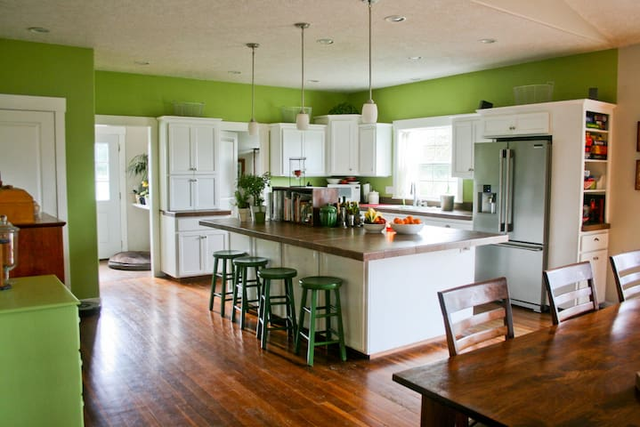 Spacious Farm House south of Portland - Canby - Hus
