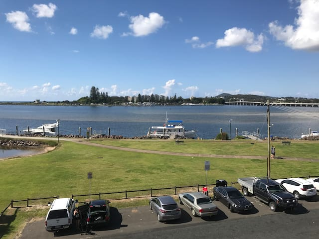 3 Bedroom Waterfront Holiday Unit - Tuncurry - Apartament
