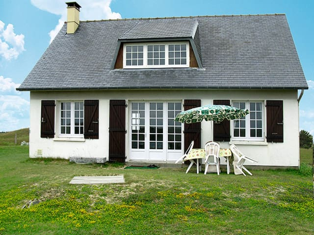 85 m² Holiday home in St. Germain-sur-Ay - Saint Germain-sur-Ay - Hus
