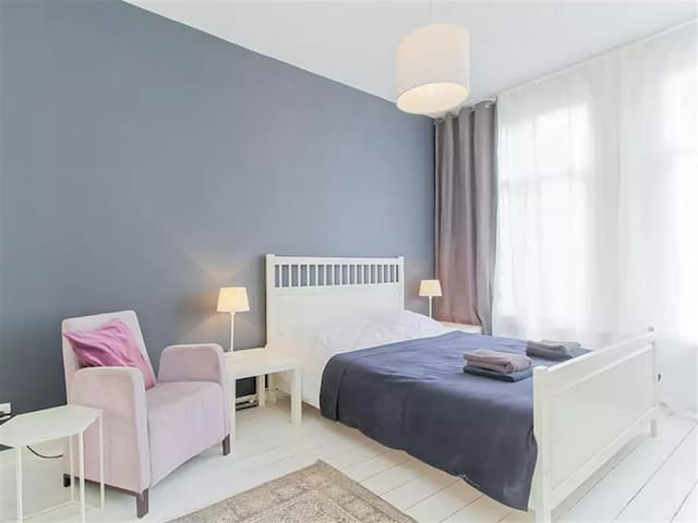 Bright Cozy Room in the city - Detroit - Huis