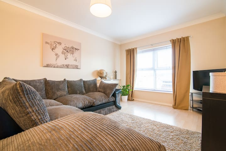 Sophisticated clean modern flat - Audenshaw
