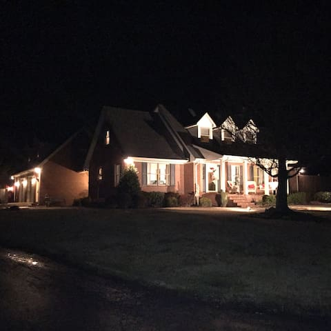 Charming Inside w/ Spectacular View - Elkton - Hus