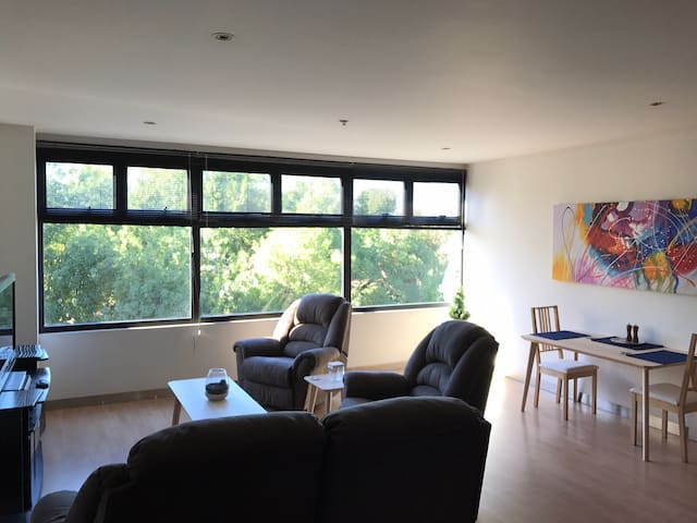 Ideal location for the City, Fringe and Clipsal - Parkside - Apartment