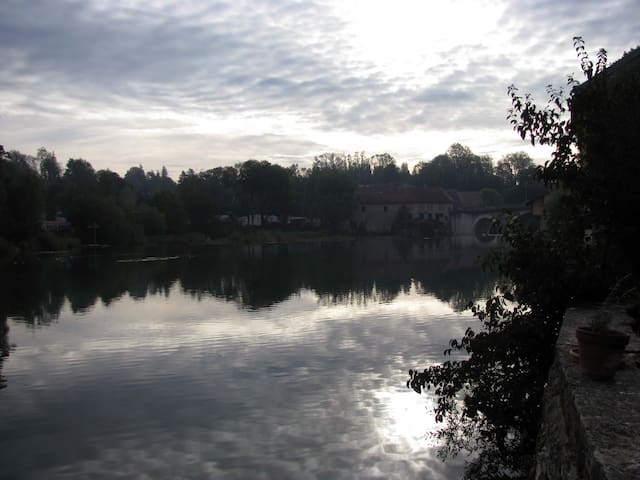 Au bord de la rivière / My house by the water - Pont-de-Poitte - Hus