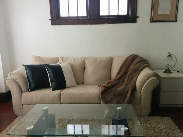 Cozy private bedroom with parking - Windsor - Appartement
