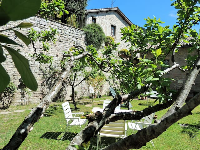 My home with garden in old town - Gubbio