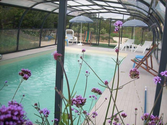 ecogite 5 pers axe ST MALO piscine couv. chauffée - La Chapelle-aux-Filtzméens - Casa