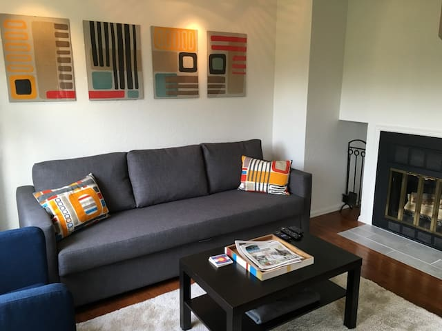 *Immaculate & modern downtown Pearl Street Condo* - Boulder