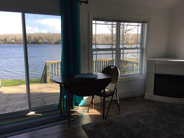 Cosy Lakefront Cottage - Shortts Lake - Houten huisje