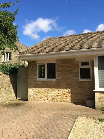 The Studio, Poulton, Cirencester - Cirencester