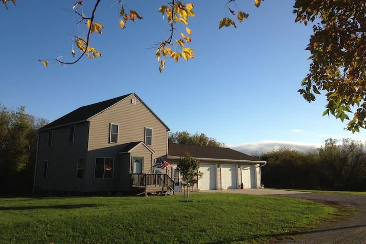 Country home/22 acres N of Mason City. Blair Creek - Mason City - Ev
