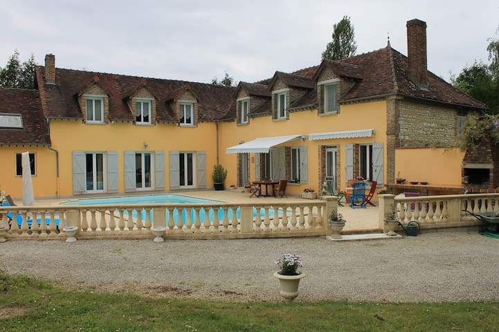 Charming french country  life 1 - Auxon  - Aamiaismajoitus