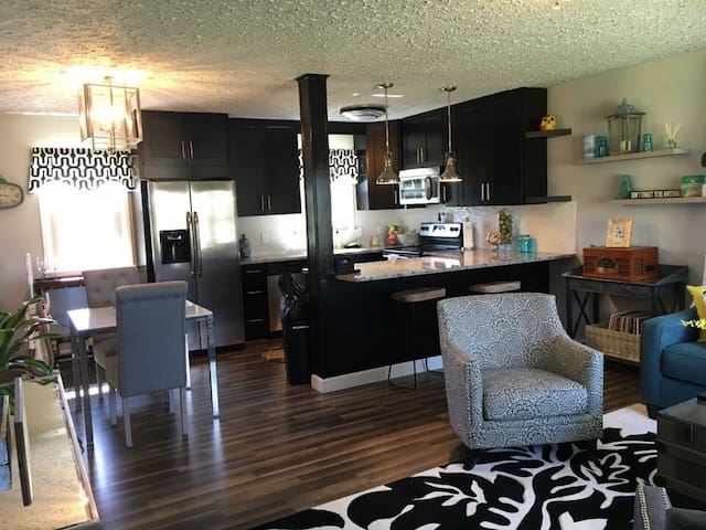 Comfy Modern Home for Racers - East New Market - House