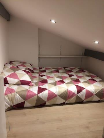 Studio avec mezzanine tout confort - Vayres - Lägenhet