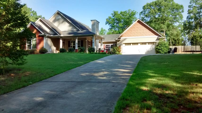Quiet country home 20 minutes from campus. - Statham
