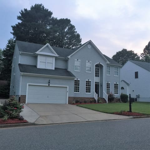Home Away From Home - Newport News - Huis