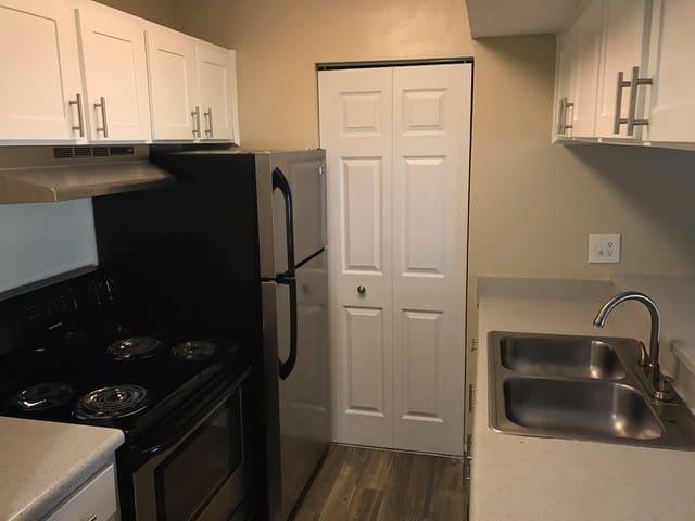 Modern Room and Bathroom Centrally Located - Orlando