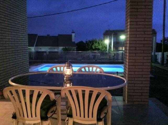 Habitación doble, jardín, piscina y barbacoa. - Altafulla - Chalet