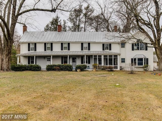 Large, historic farmhouse - Owings Mills - Hus