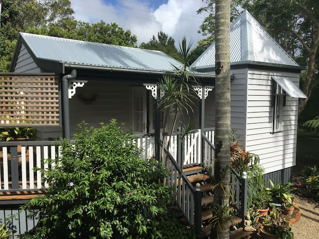 Charming Character Cottage, Maleny's Best Street - Maleny - Casa