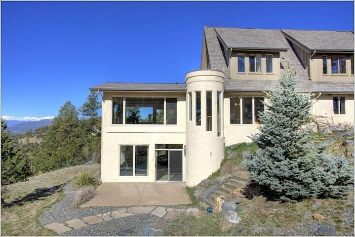 (WOW!) Spectacular Location-Mountain Views! - Golden - Huis