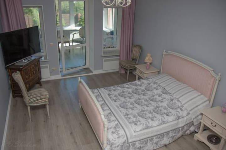 Двухкомнатный Люкс с ванной Dumas - gorod Sankt-Peterburg - Bed & Breakfast