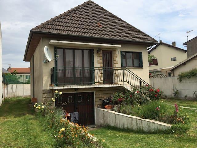 Maison individuelle 100m2 au centre ville 5 pieces - Le Blanc-Mesnil
