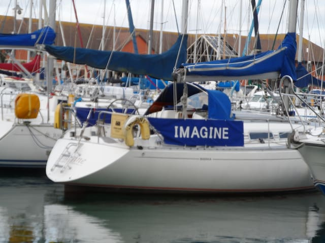 Imagine - Eastbourne - Vaixell