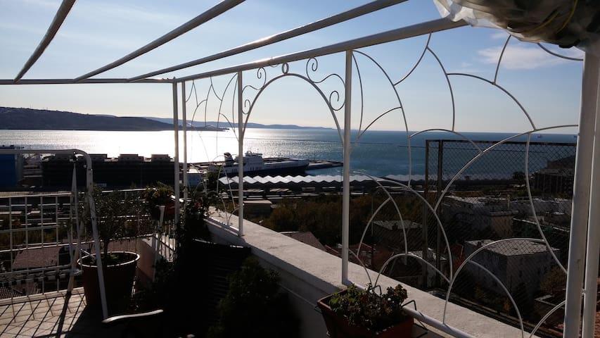 Stanza con terrazza,bagno privato, vista splendida - Trieste - Appartement