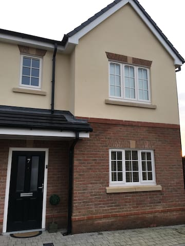4 beds -6 people 3 bedsemi close to Royal Birkdale - Southport - Huis