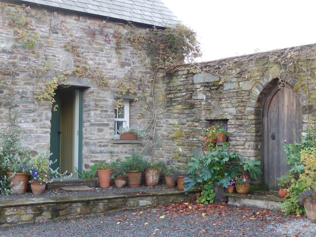 The Hayloft sleeps two near Brecon - Llandefaelog Fach, Brecon - Apartmen