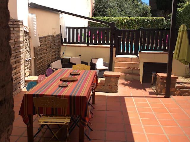 Charmante maison de village rénovée avec jardin - Trouillas - Casa