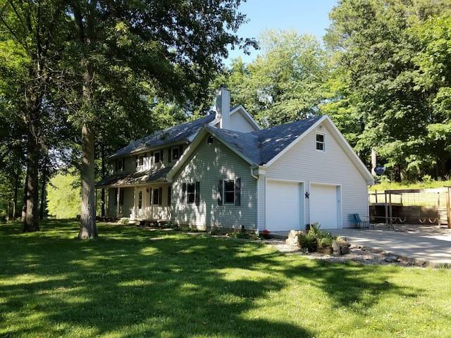 Lakehouse Retreat - Terre Haute - Casa