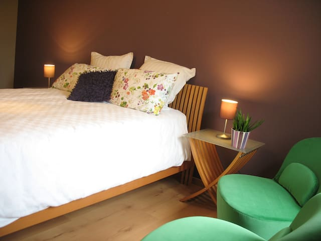 Bright spacious room with gardenview @Ghent - Gante