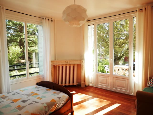 Lightly Room In Art Deco House - Veneux-les-Sablons - Hus