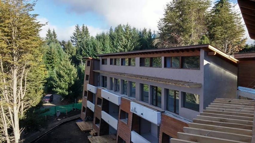 Apartamento nuevo en bosque zona centro - Villa La Angostura