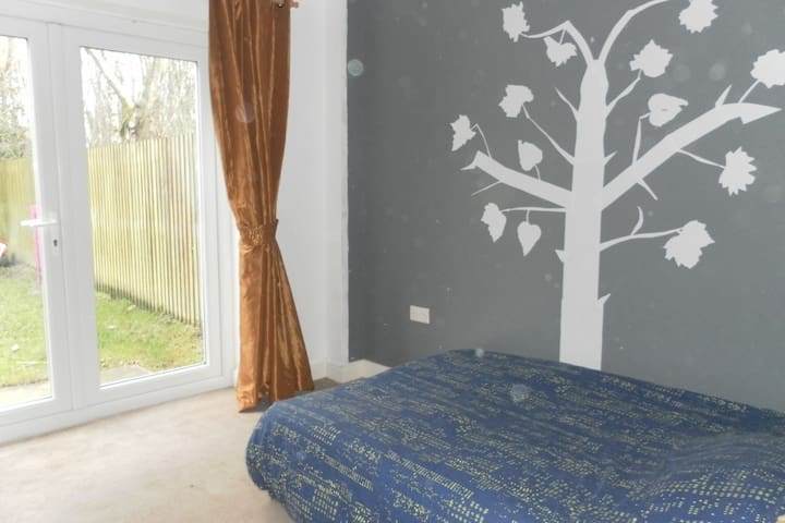 Independent double room and shower - Leigh - Talo