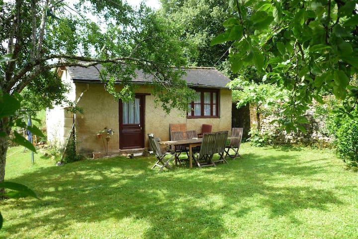 Jolie maison avec jardin, coeur de la Dordogne - Cubjac - Huis